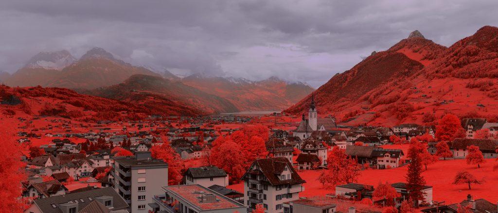 Infrarot Panorama Schwyz in Farbe